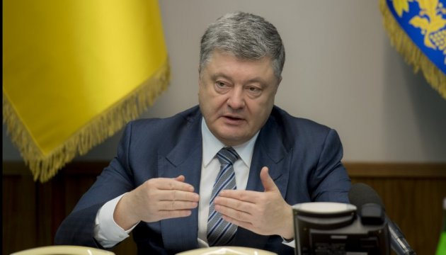 Poroshenko asks Constantinople to grant autocephaly to Ukrainian church