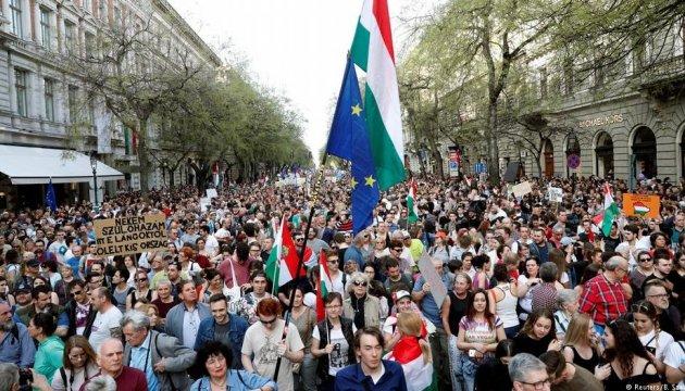 У столиці Угорщини пройшли масові протести проти курсу Орбана