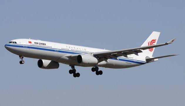 У Китаї літак екстрено сів через підозрілі дії пасажира щодо пілота