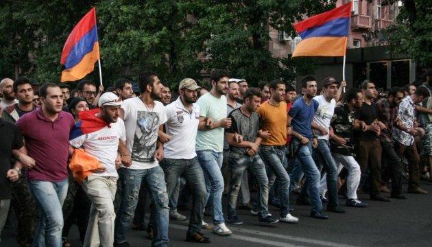 В Ереване - массовые протесты, есть пострадавшие