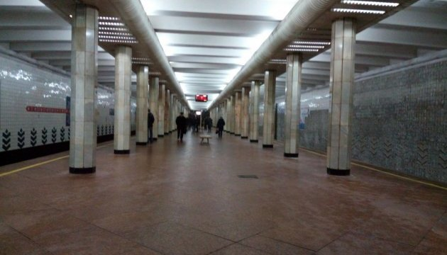 В Киеве метро останавливали из-за падения человека на рельсы