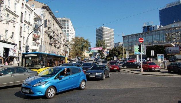 В Киеве с 20:00 частично ограничат движение транспорта по улице Эспланадной