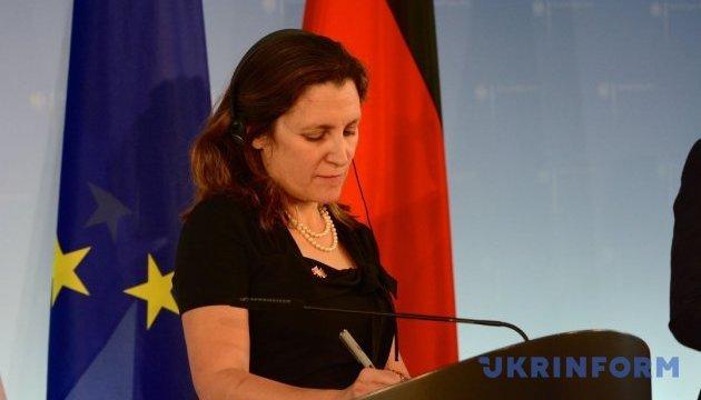 Канада требует от России освободить Сенцова - Фриланд