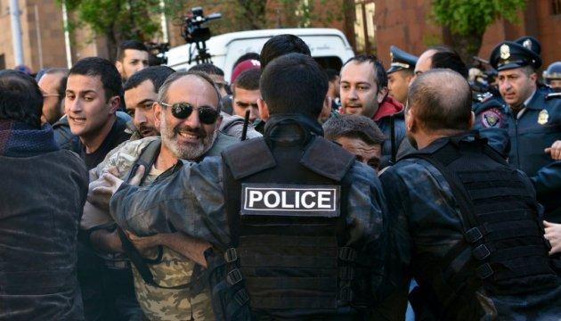 В Ереване полиция задержала сотню демонстрантов