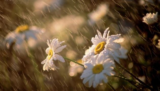 Українцям обіцяють нестійку погоду з грозами ще на два дні