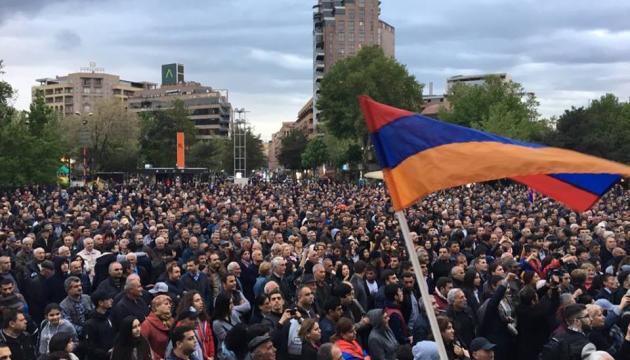 Виборы премьера в Армении: сторонники Пашиняна вновь на площади