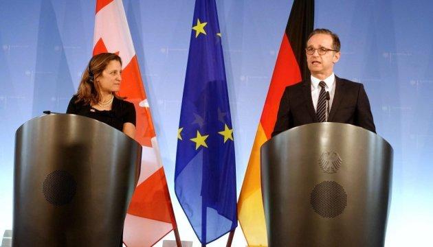Les ministres des Affaires étrangères allemand et canadien discutent de la possibilité de déploiement d'une mission de maintien de la paix dans le Donbass