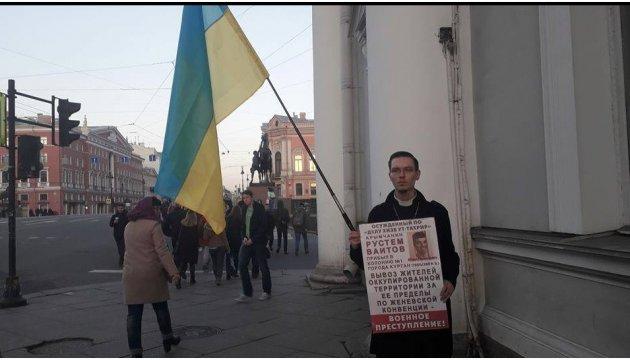 À Saint-Pétersbourg, des activistes demandent l'arrêt de la répression contre les Tatars de Crimée (photos)