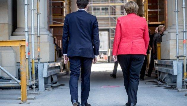 Меркель і Макрон вирушили до Праги