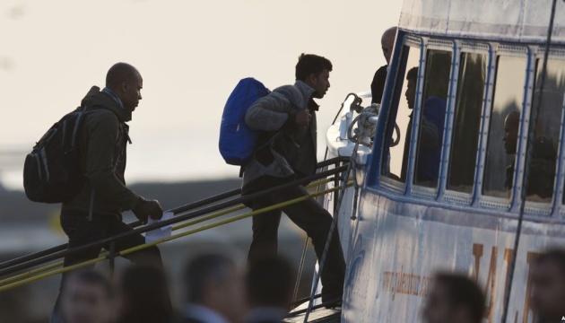 Сотни спасенных в Средиземном море мигрантов высадились в Италии