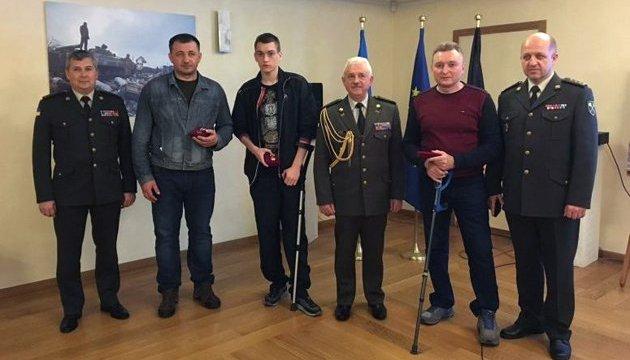 Українська громада у Брюсселі нагородила поранених бійців АТО