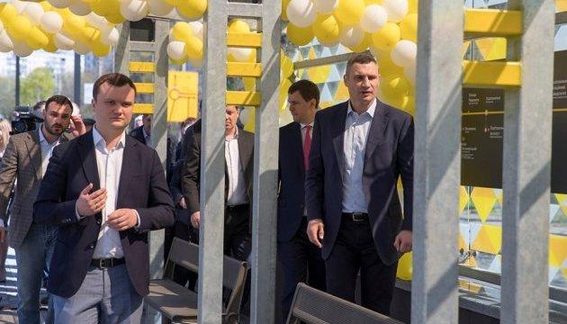 Кличко открыл обновленную остановку на линии скоростного трамвая