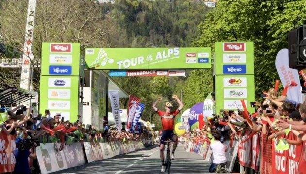 Украинский велогонщик Марк Падун выиграл последний этап «Тура Альп»