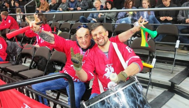 В останньому матчі першого дня чемпіонату світу з хокею у Литві господарі обіграли хорватів