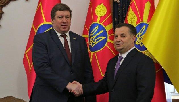 Литва вражена військовими реформами в Україні - міністр оборони