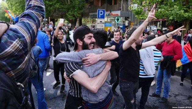 Ереван празднует отставку премьера