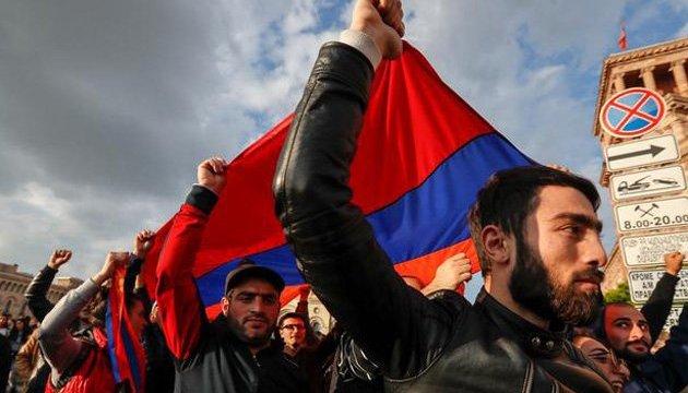 Правляча партія Вірменії відмовилася висувати свого кандидата у прем'єри