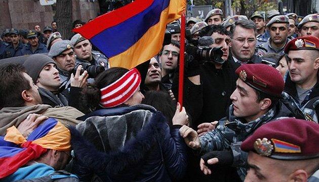 Отставка Саргсяна: Почему Кремлю хватило прагматизма не уничтожать армянский Майдан силой
