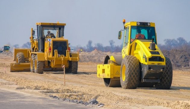 Омелян рассказал, сколько денег выделили на ремонт дорог областного значения