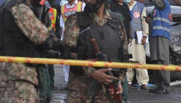 В Пакистане подорвался смертник, погибли пятеро полицейских