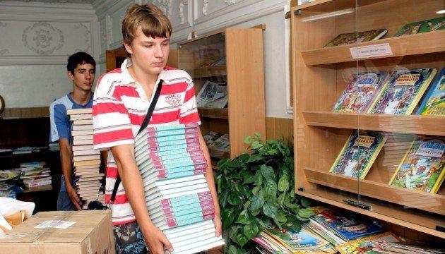 Учні 10 класів не отримають нові підручники до 1 вересня