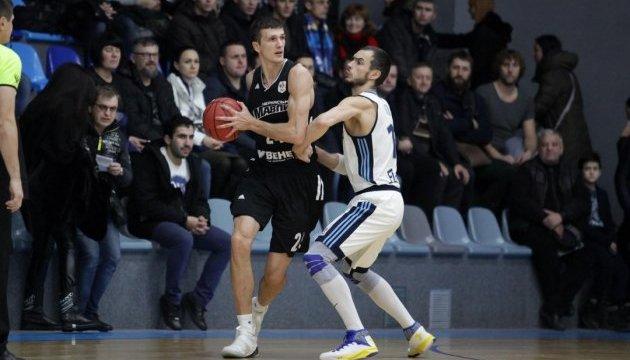 Баскетбол: «Черкасские Мавпы» победили «Днепр» в первом финальном матче плей-офф Суперлиги