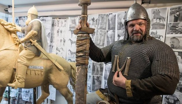 Вірастюк став моделлю для скульптури Іллі Муромця у Києві