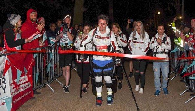Паралізований британець подолав дистанцію Лондонського марафону