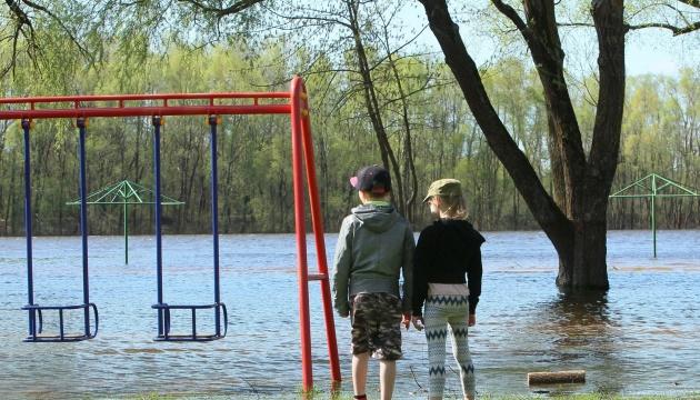 Непогода в Чернигове: пострадавших разместили в резервных помещениях