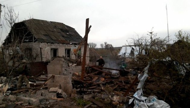 Militants use artillery to shell residential houses in Donbas