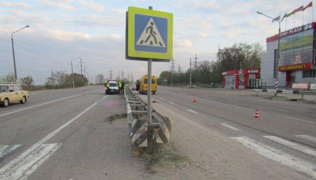 На Київщині автобус насмерть збив дівчину на пішохідному переході