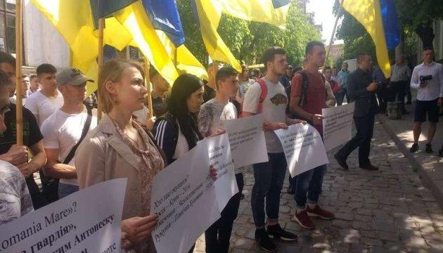 У Чернівцях пікетували румунське консульство