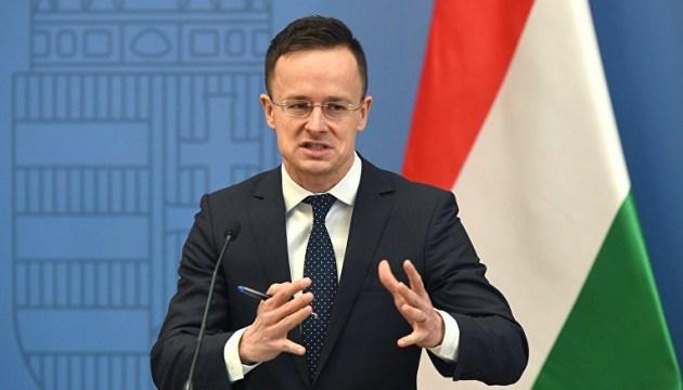 Главу МИД Венгрии внесли в базу