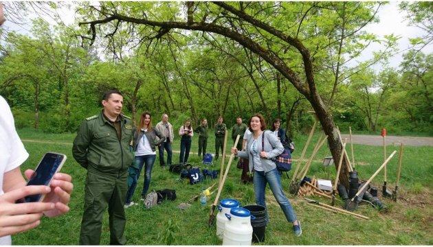100 arbres pour les 100 ans d'Ukrinform