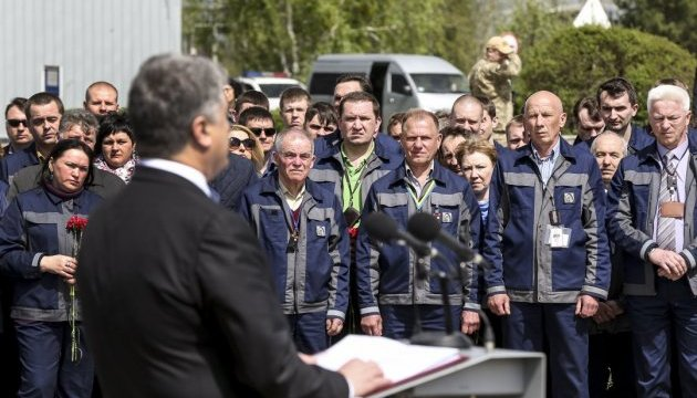 Poroshenko commemorates liquidators of Chernobyl disaster