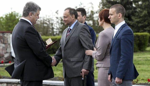Президент вручил награды героям-ликвидаторам и работникам ЧАЭС
