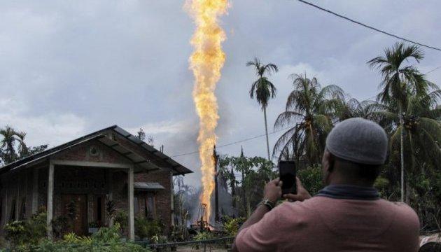 В Индонезии количество погибших от пожара на нефтяной скважине возросло до 22