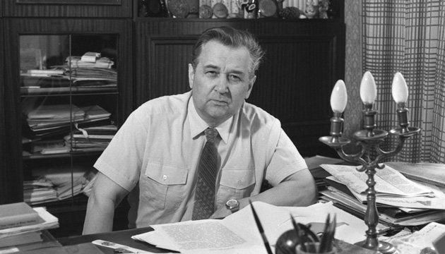 З архіву: кінець тичинової боротьби зі своїм талантом та «відхилення» Гончара (1967-1968)