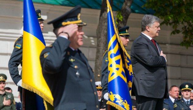 Poroshenko: Ucrania llama a la puerta de la OTAN no con las manos vacías
