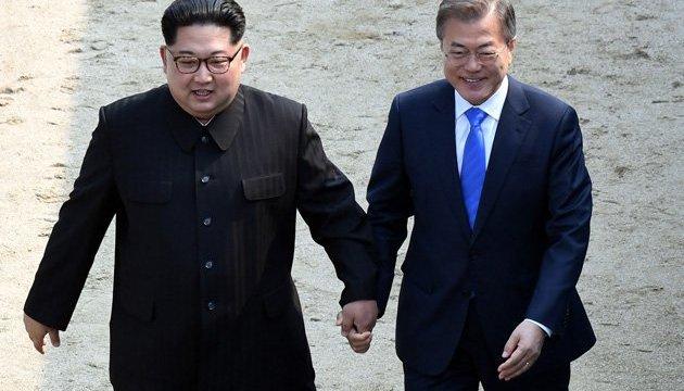 Лидеры двух Корей провели первые переговоры