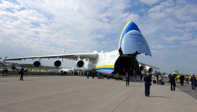 """Восемь самолетов в год: Boeing окажет помощь компании """"Антонов"""""""