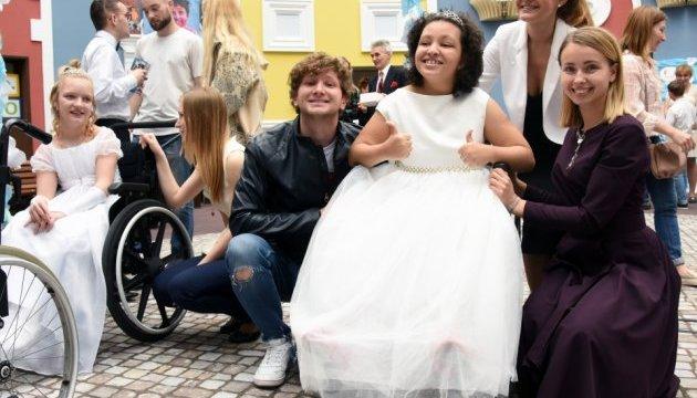 Собранные на Венском балу деньги передали центру реабилитации детей с инвалидностью