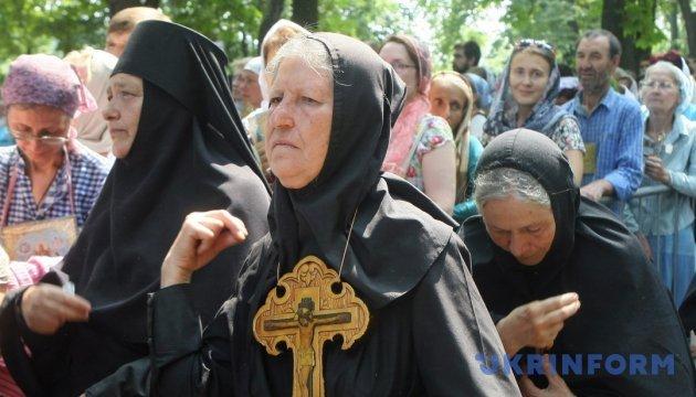 Прихильники УПЦ МП зняли український прапор біля храму на Вінниччині