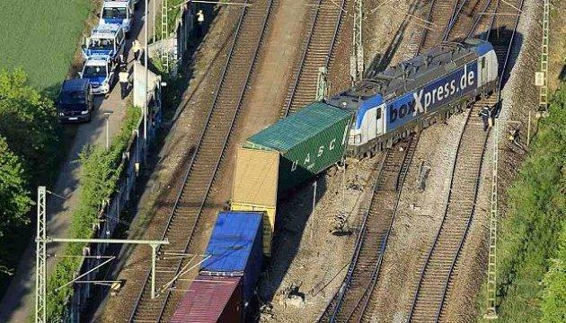 В Германии поезд сошел с рельсов - убытки оцениваются в миллионы евро