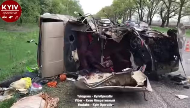 На трассе Киев-Черкассы столкнулись Kyron и Lada, двое погибших