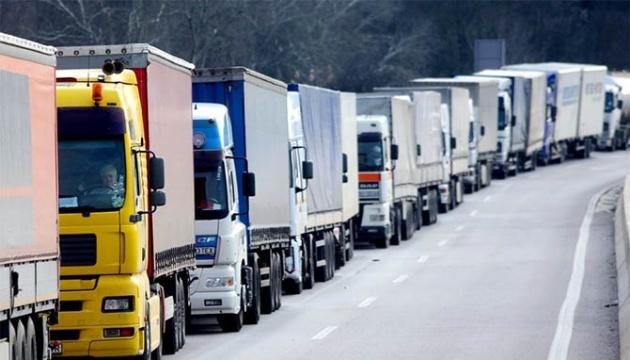 Из-за жары еще одна область ограничила движение грузовиков