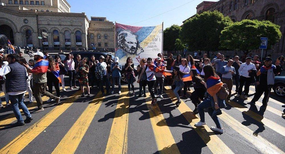 З ранку 2 травня у Вірменії блоковані всі основні дороги
