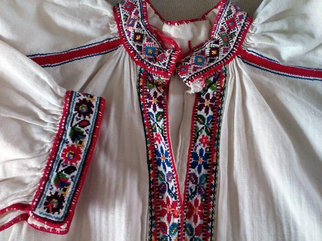 62d4d6b8b1f2a9 Про це кореспонденту Укрінформу розповіла майстриня та дослідниця вишивки  Марія Турчин, яка зібрала більше півсотні давніх вишиванок у власній  колекції.