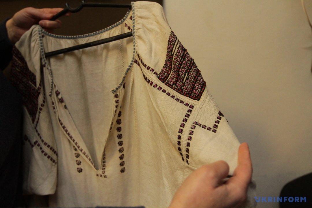 Ще одна сорочка датована 19-м чи серединою 18-го століття 03d9676dd206b