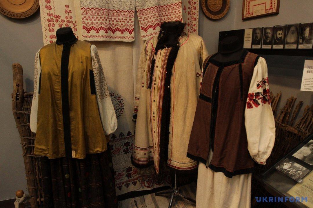 ... вишиванки з різних куточків України і з ясували 19a6b6681712b